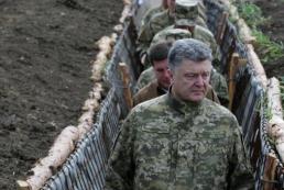 Порошенко обязал местные власти взять шефство над воинскими частями