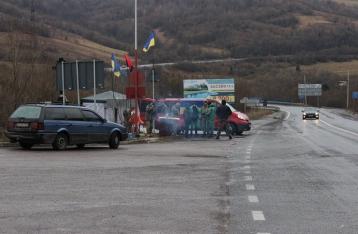 Активисты грозят Кабмину ужесточением транспортной блокады