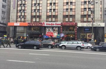В Киеве разгромили офис Альфа-банка