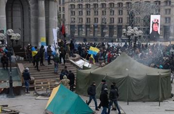 На Майдане демонтируют палатки