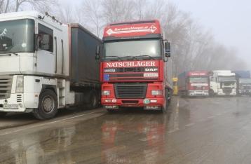 Украина готова возобновить транзит российских грузовиков