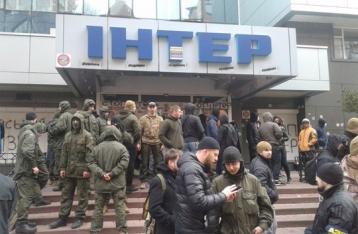 «Азов» заблокировал телеканал «Интер»