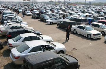 Яценюк предложил отменить импортную пошлину на б/у авто