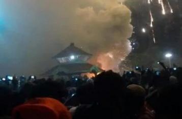 В результате пожара в индийском храме погибли более 100 человек