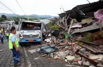 Число жертв землетрясения в Эквадоре превысило 400 человек