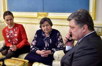 Порошенко уговорил Савченко прекратить голодовку