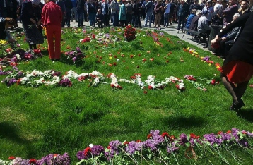 Одесситы устроили памятник погибшим 2 мая прямо на газоне