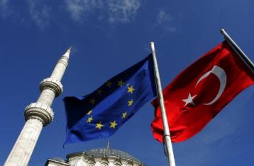 Еврокомиссия предложила отменить визы для граждан Турции