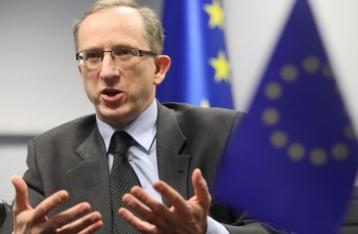 Скандал со «сливом» данных журналистов: ЕС требует от властей принять меры