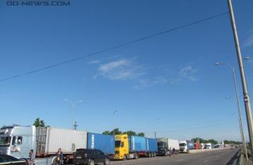 Дальнобойщики заблокировали одесскую трассу