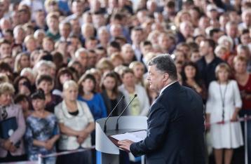 Порошенко: На контракт уже поступили 30 тысяч военных