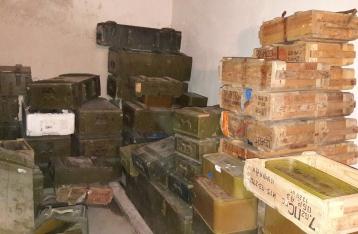 ГПУ и СБУ изъяли на базе полка «Днепр-1» рекордный арсенал оружия