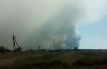 К тушению пожара на Гончаровском полигоне привлекли авиацию