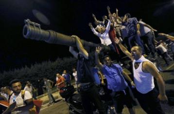 Украинка в Турции: Местные считают попытку переворота политической игрой Эрдогана