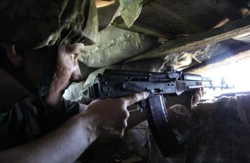 В зоне АТО сохраняется напряженная обстановка, за сутки 64 обстрела