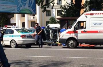В Алматы неизвестный открыл стрельбу возле полицейского участка, есть жертвы