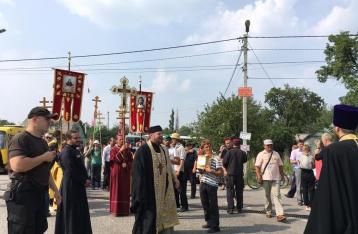 Правоохранители отвезут участников крестного хода в Киев на автобусах