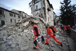 Количество жертв землетрясения в Италии достигло 73 человек