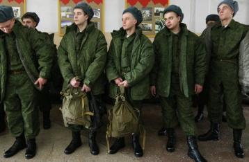 Путин поручил привести войска в полную боеготовность