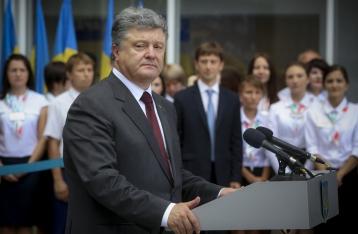 Порошенко надеется, что с 1 сентября на Донбассе умолкнут пушки