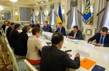 Порошенко призвал мир не признавать выборы в Госдуму