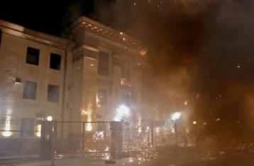 Под посольством России в Киеве ночью запустили салют