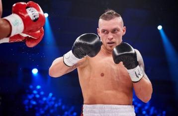 Усик победил Гловацки и стал чемпионом мира