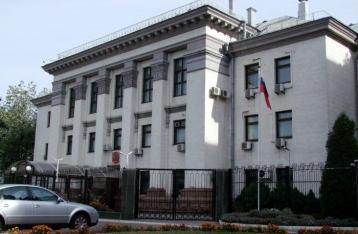 В Киеве у посольства РФ  произошли стычки