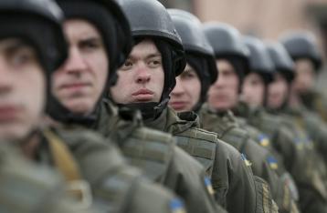 Порошенко: После демобилизации на фронте останутся только контрактники