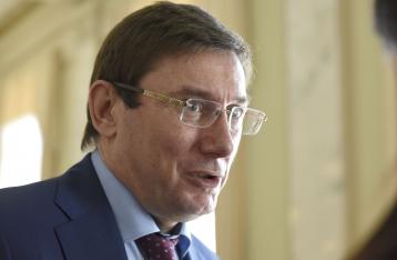 Луценко хочет забирать загранпаспорта у нардепов после снятия неприкосновенности