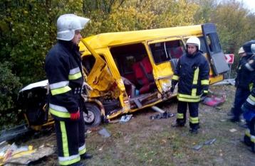 На Хмельнитчине маршрутка столкнулась с грузовиком: 4 погибших, 11 травмированных
