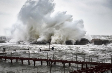 Из-за шторма работа одесских портов ограничена