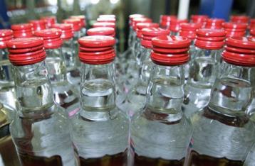 От отравления суррогатным алкоголем умерли уже 65 человек