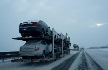 Из-за непогоды полиция ограничила движение грузовиков в трех областях