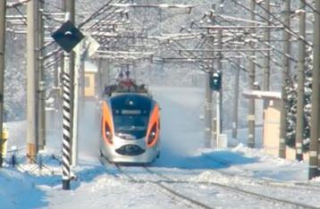 Из-за непогоды в Украине задерживаются десятки поездов