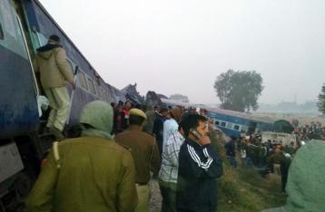 В результате аварии поезда в Индии погиб 91 человек