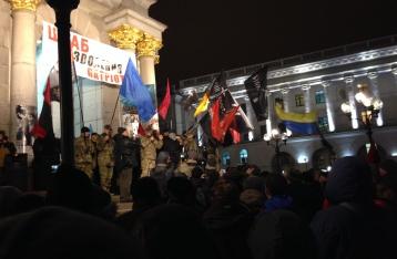 Во время вече в центре Киева произошли стычки активистов с силовиками