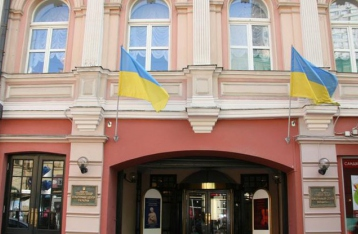 В Москве сожгли флаг Украины, сорванный со здания культурного центра