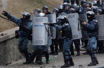 Полиция отстранила от службы 13 беркутовцев