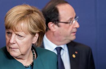 Меркель и Олланд выступили за продление санкций против РФ