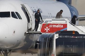 Захватчики ливийского лайнера отпустили всех пассажиров