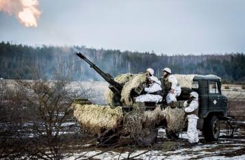 НВФ трижды за день атаковали украинские позиции на Светлодарской дуге