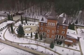 Теща и сын Турчинова владеют роскошными имениями под Киевом