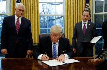 СМИ: Администрация Трампа подготовила указ о снятии санкций с РФ