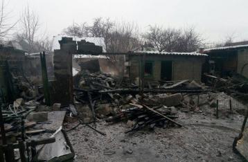НВФ обстреляли Марьинку, в городе горят дома