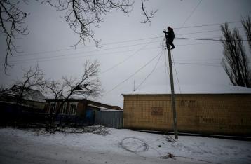 В Авдеевке начали ремонтировать ЛЭП