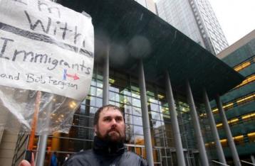 Суд приостановил действие миграционного указа Трампа