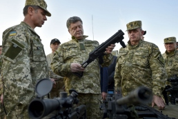 Порошенко: Украина срочно нуждается в мощном оборонительном оружии