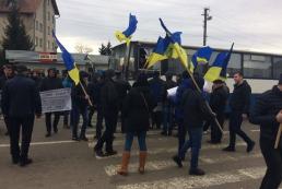 Автомобилисты заблокировали дороги к границе с Польшей, Румынией и Словакией