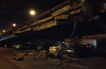 В Киеве обрушился Шулявский путепровод